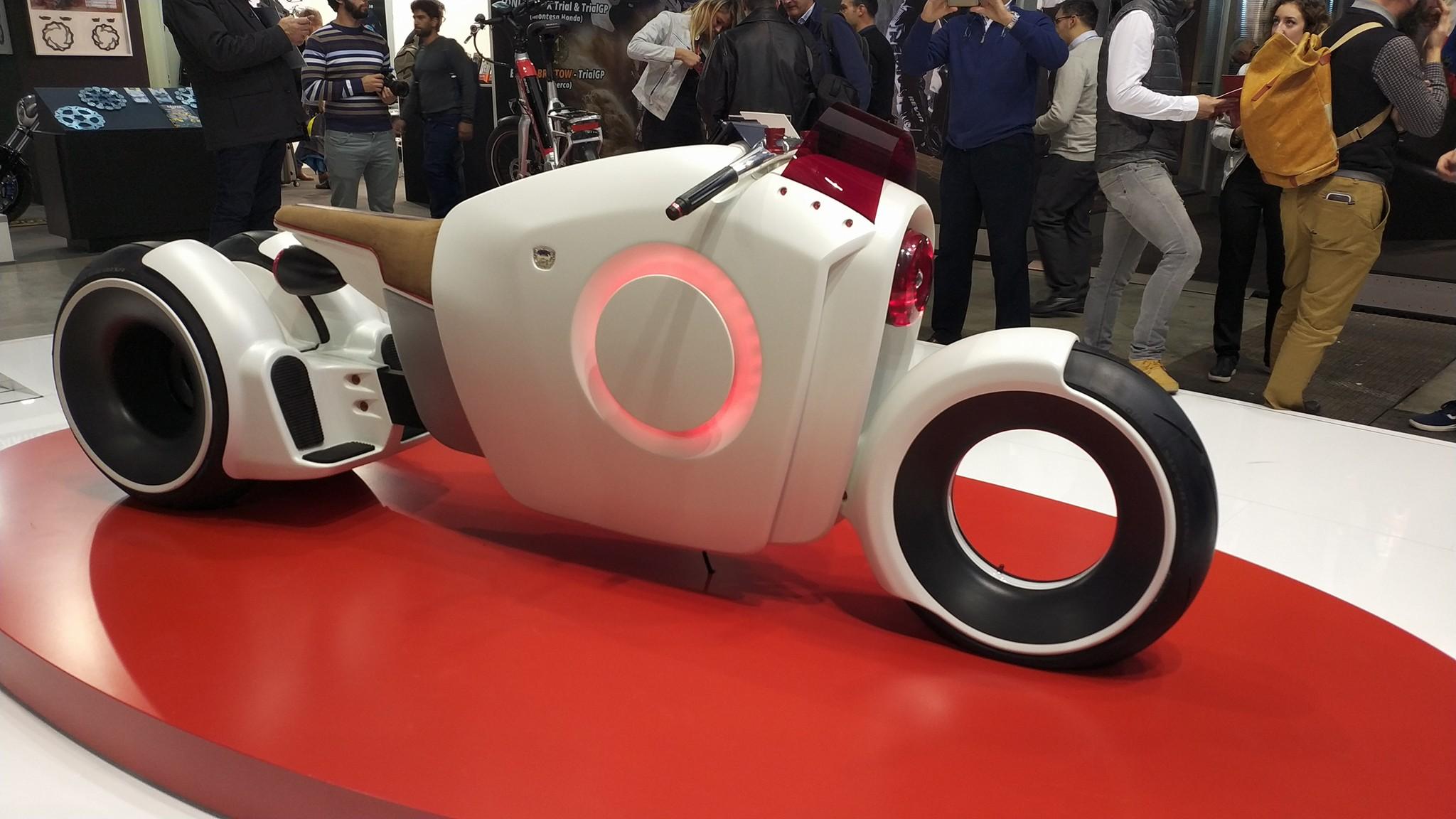 Vodafone porta ad EICMA il suo concetto di tecnologia applicato alle due ruote thumbnail