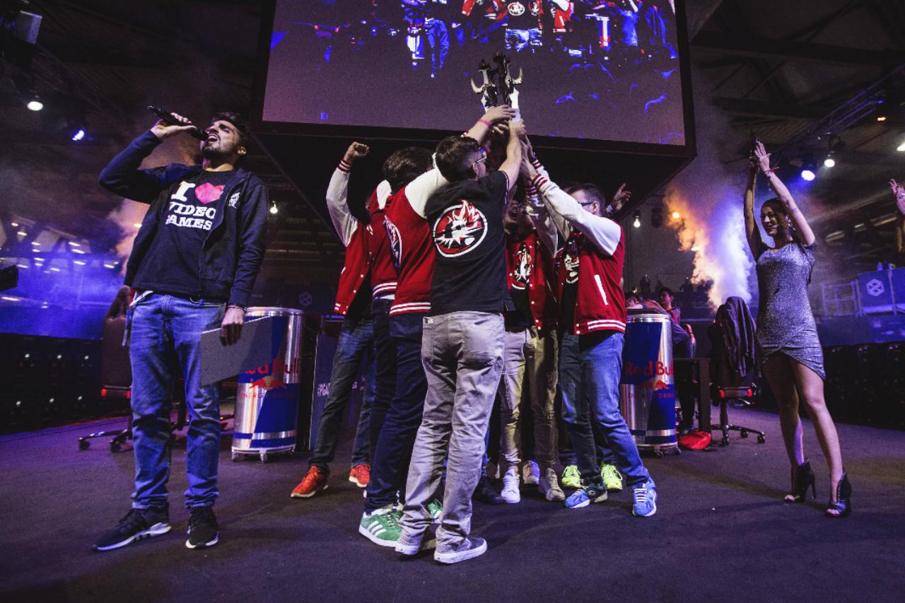 League of Legends: il torneo Red Bull Factions prende il via a fine luglio thumbnail