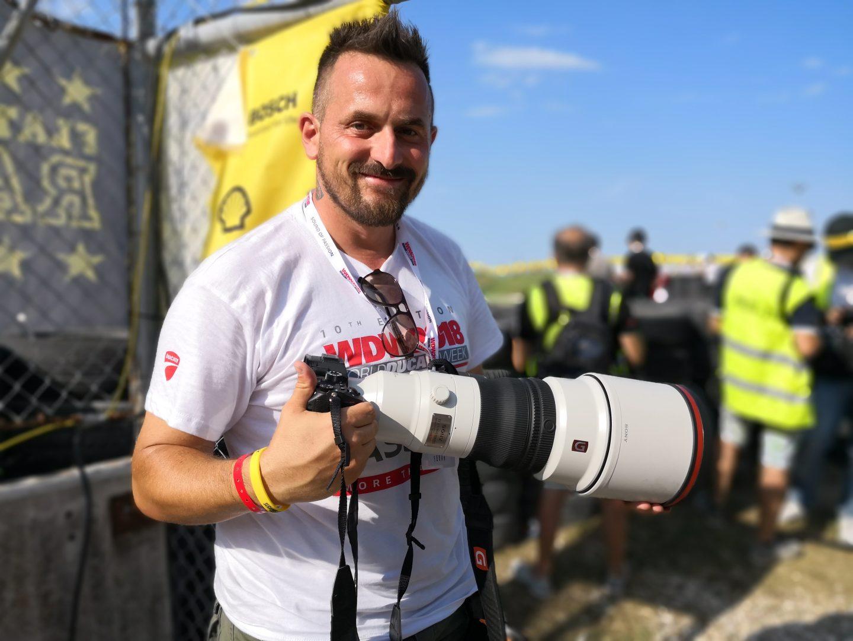 Sony: il fotografo Alex Farinelli in pista con il nuovo 400 mm F2.8 G Master thumbnail