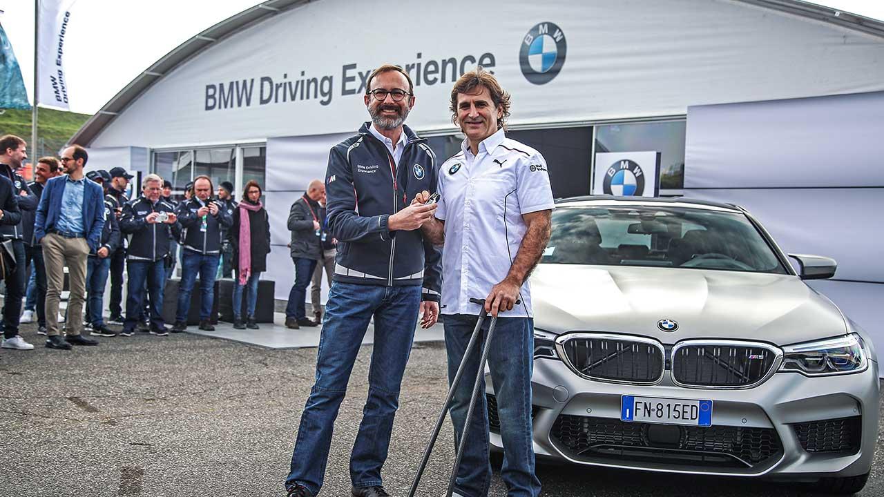 BMW Driving Experience: consegnata ad Alex Zanardi la nuova BMW M5 thumbnail