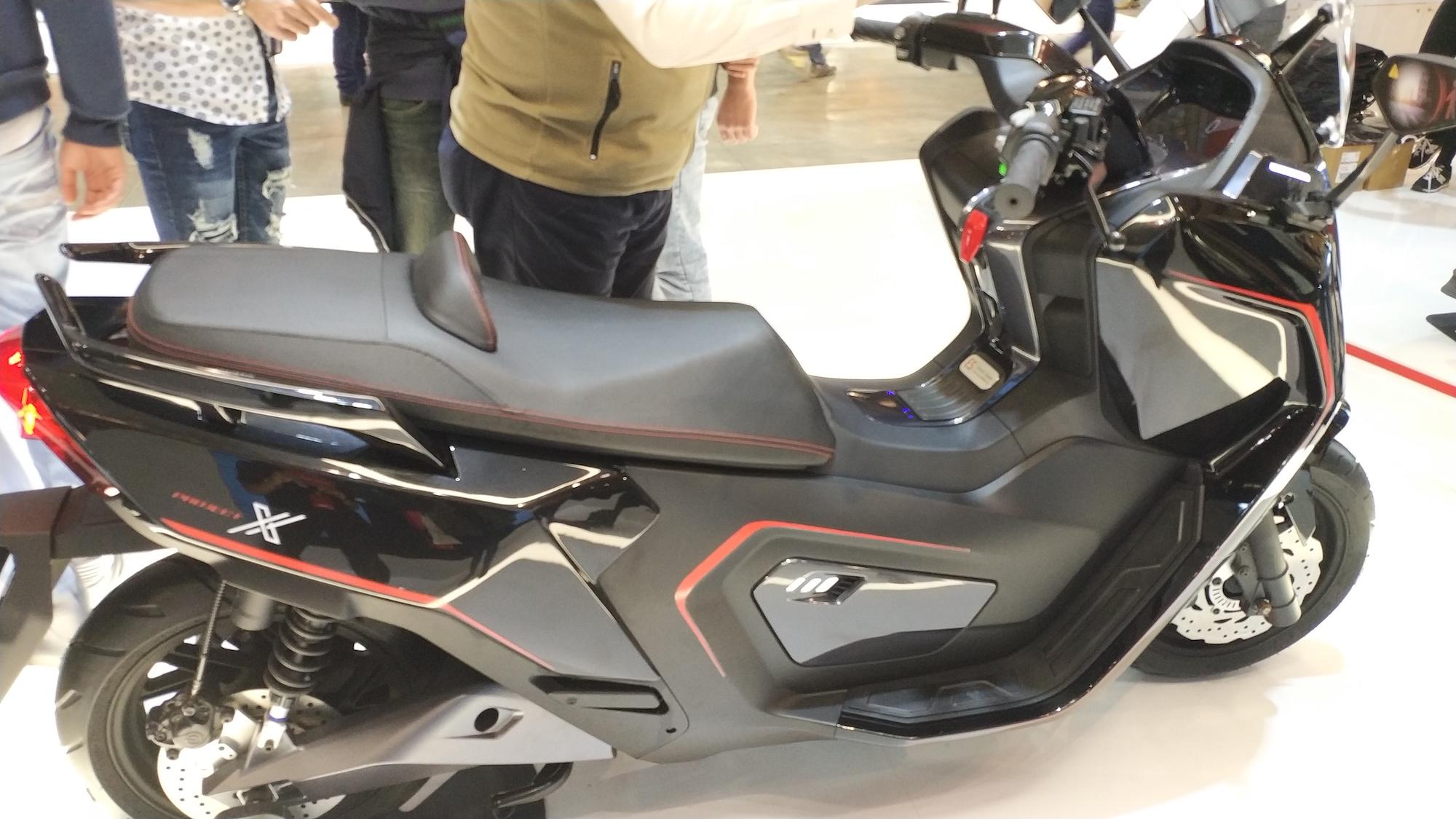 NIU svela ad EICMA 4 nuovi scooter elettrici super smart thumbnail