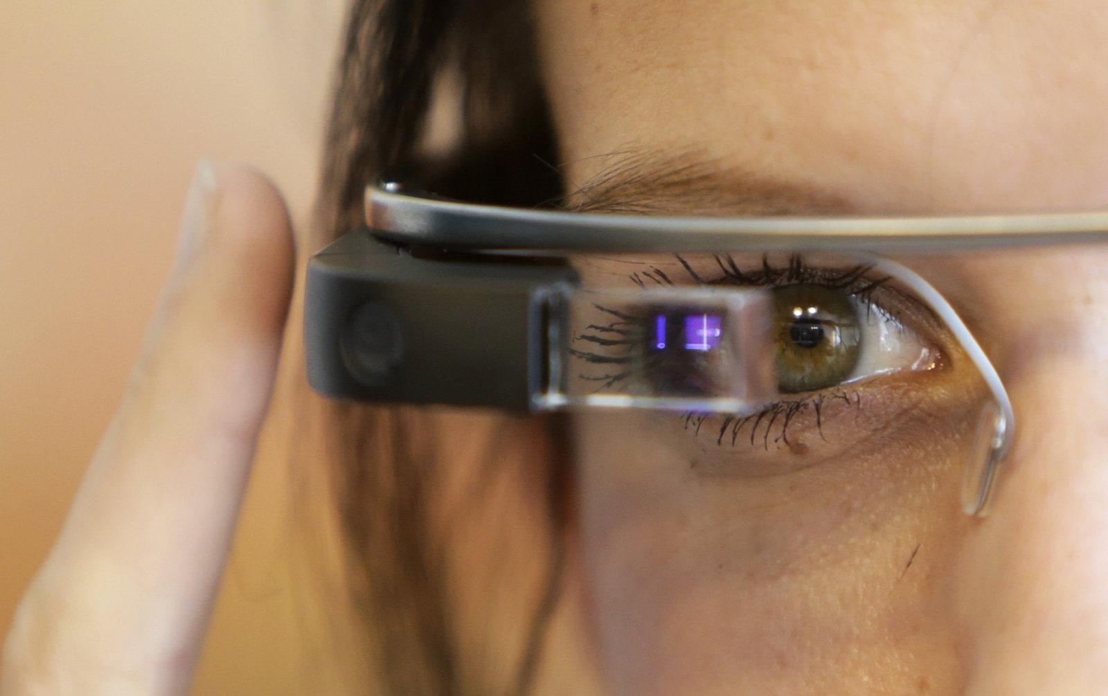 Intel svela gli occhiali smart che avrete sicuramente voglia di acquistare! thumbnail