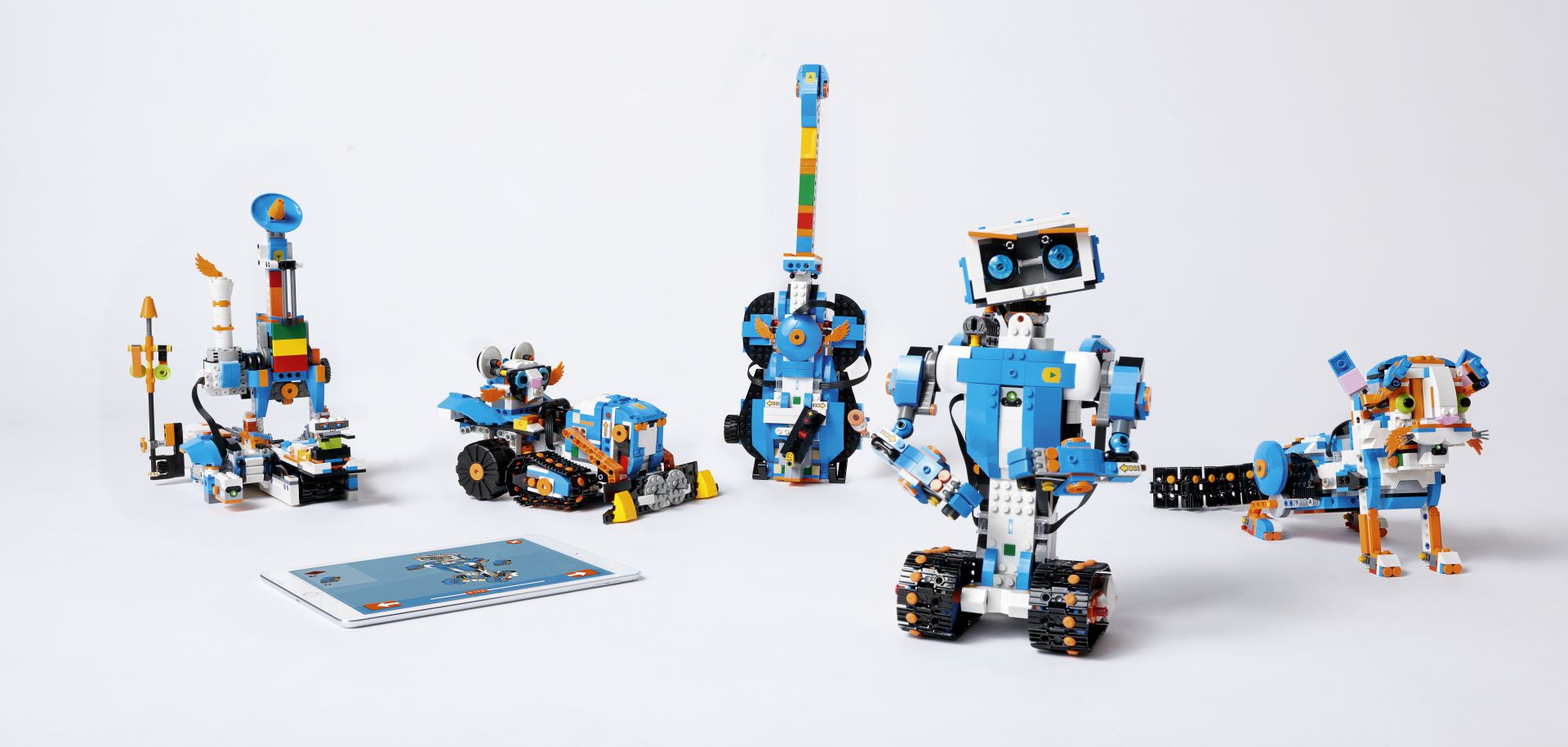 [CES 2017] Lego Boost: i mattoncini prendono vita con un'app thumbnail
