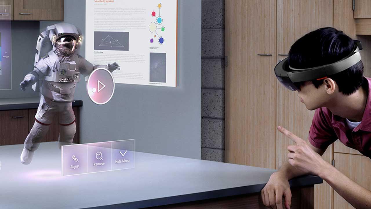 Microsoft HoloLens arriva finalmente anche in Italia thumbnail