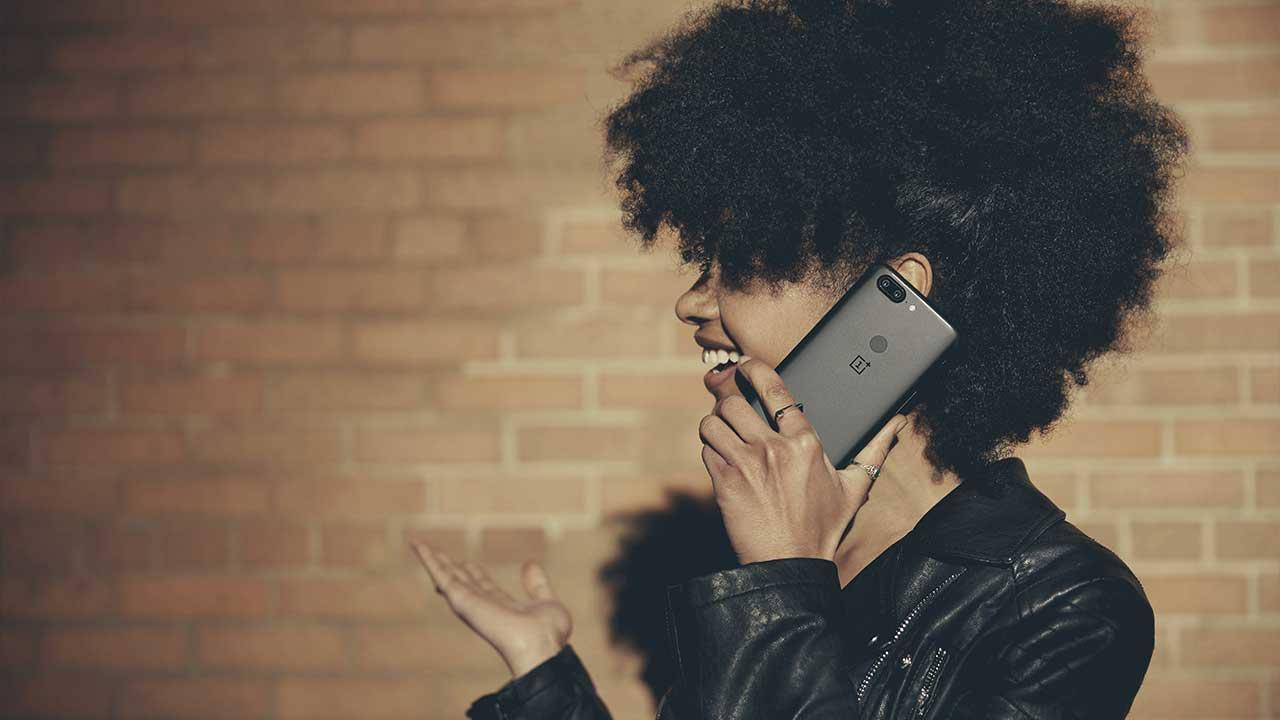 OnePlus 5T in vendita presso SlamJam Temporary Space a Milano thumbnail