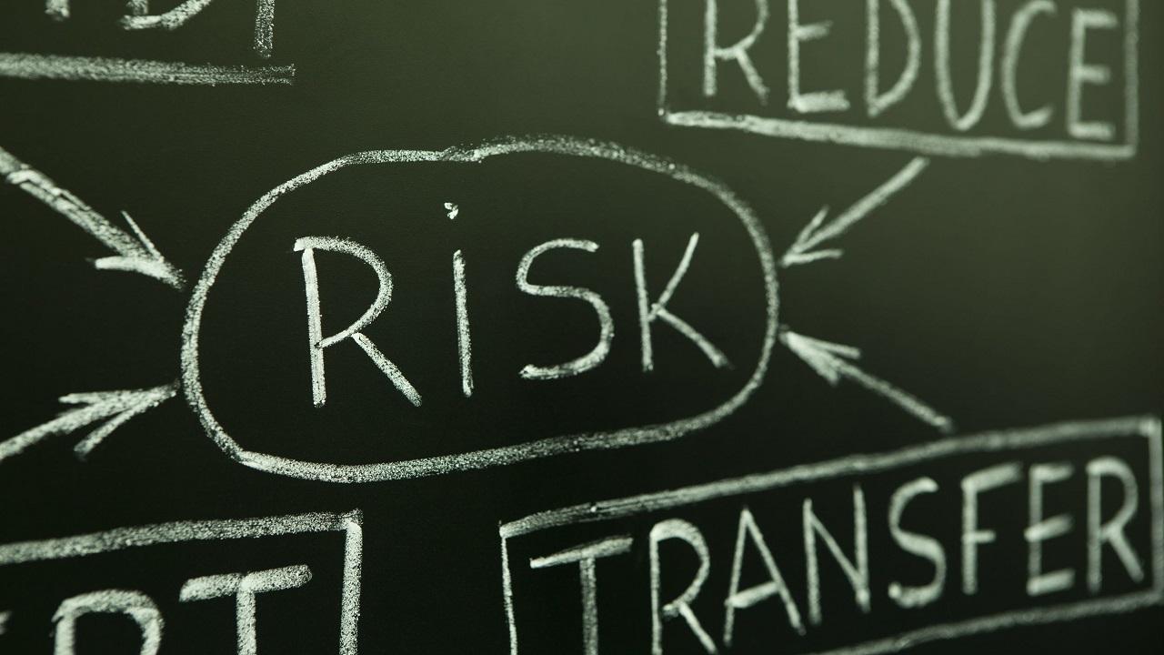 Allianz Risk Barometer 2017: ecco i principali rischi per le aziende thumbnail