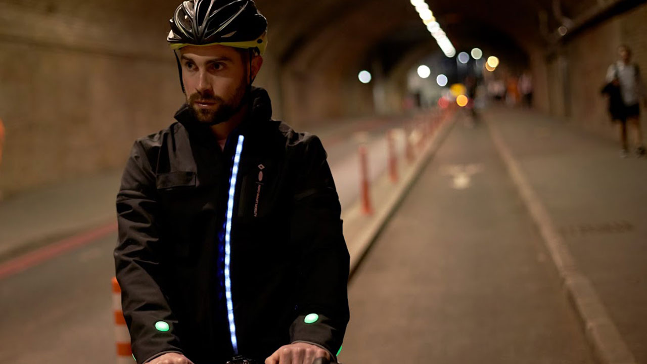 Smart Jacket, la giacca progettata per i ciclisti urbani thumbnail