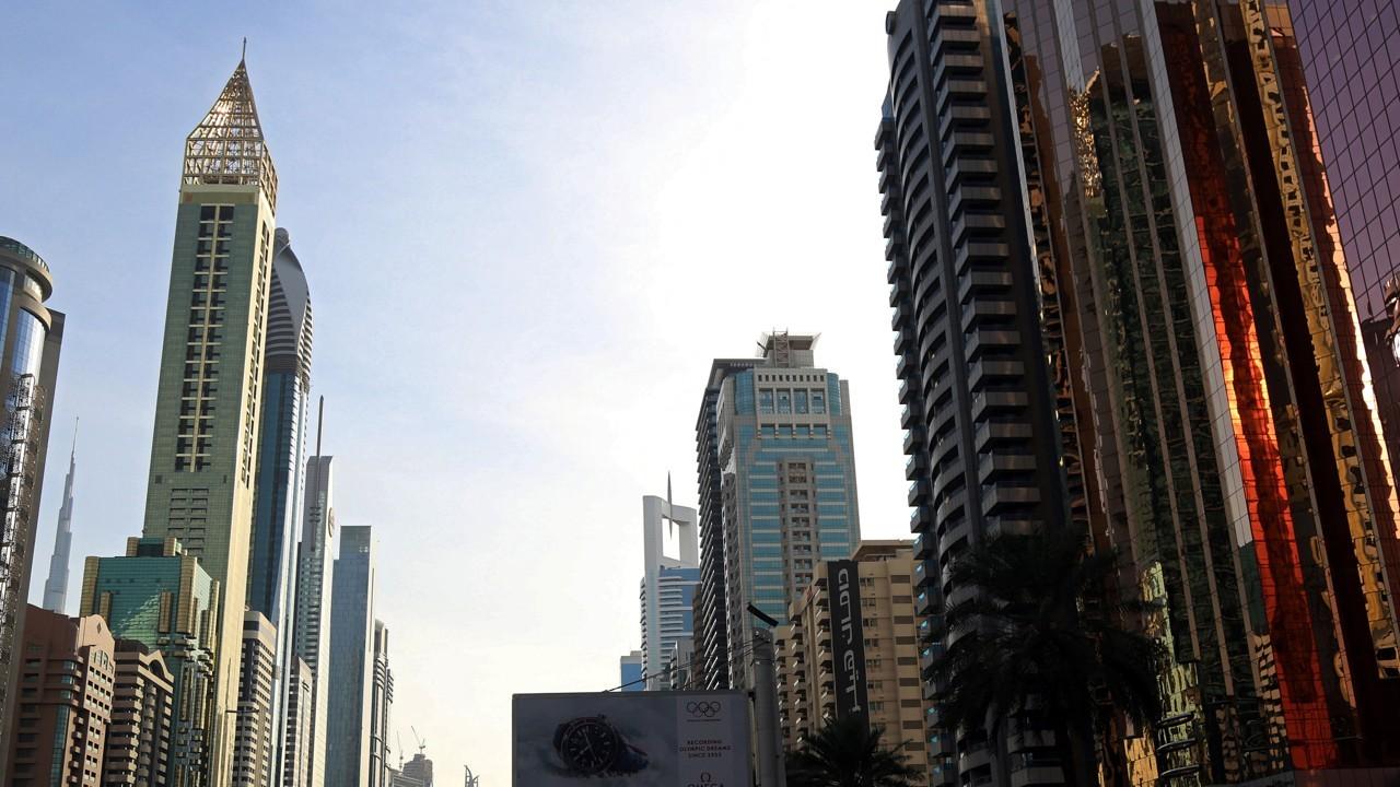 A Dubai apre l'hotel Gevora, la struttura più alta del mondo thumbnail