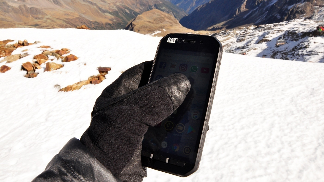 Cat Phones: arrivano gli smartphone a prova d'inverno thumbnail
