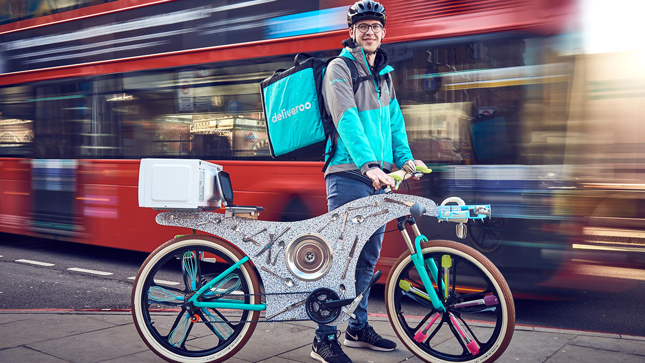 Deliveroo crea una bicicletta usando gli utensili da cucina thumbnail