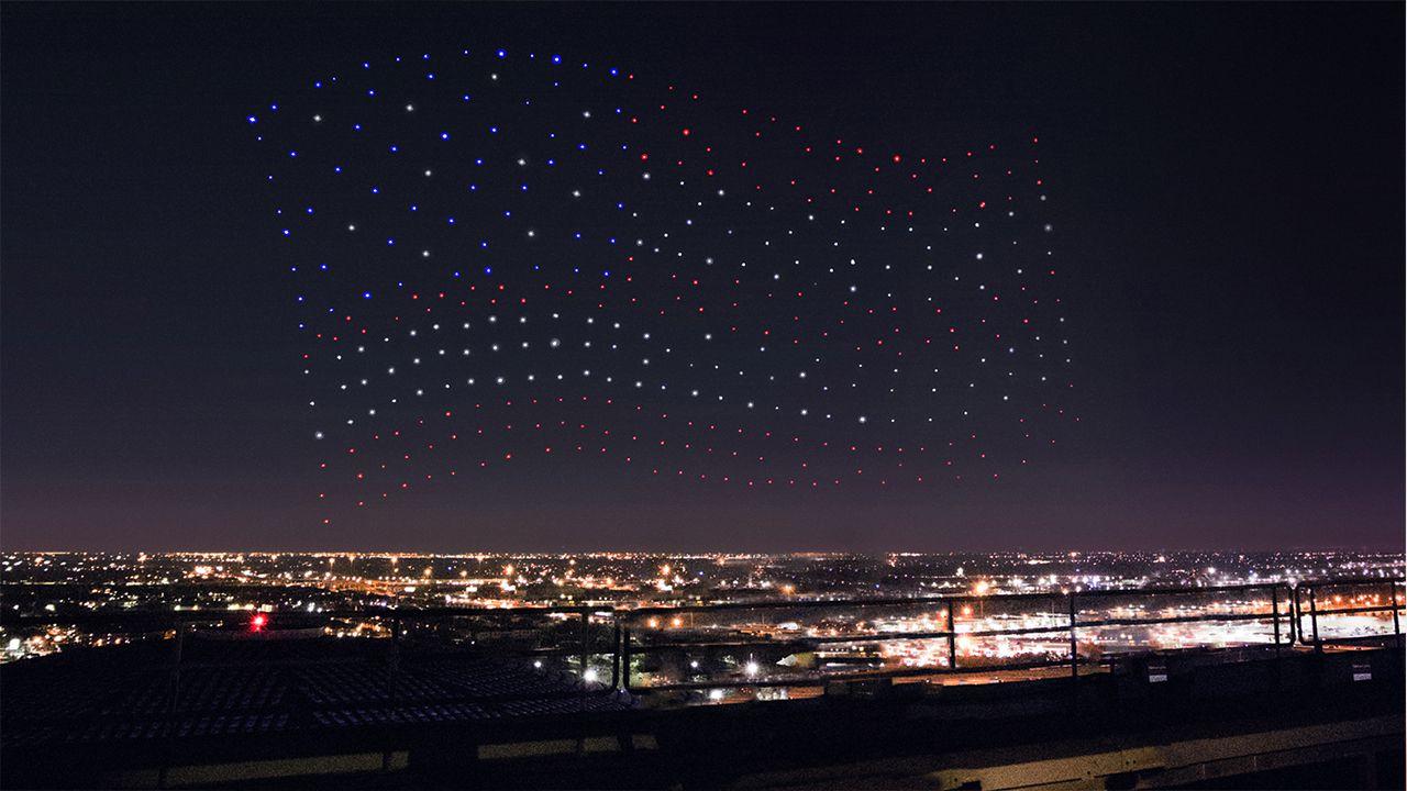 Al Super Bowl Lady Gaga ricrea la bandiera americana con 300 droni thumbnail