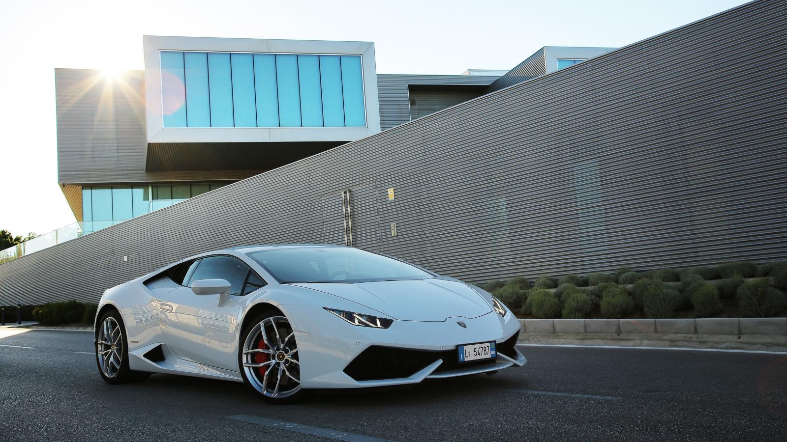Le vetture Lamborghini incontrano la connettività Vodafone thumbnail