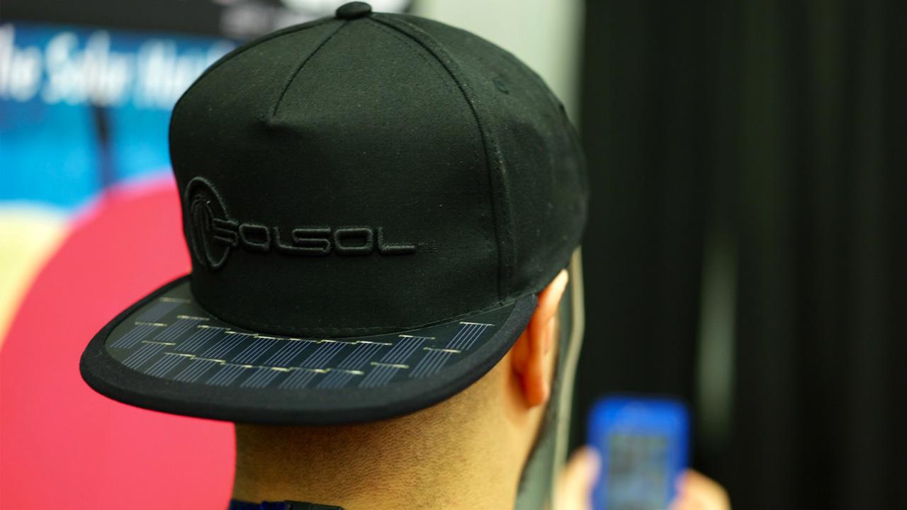 SolSol lancia il cappellino che ricarica i vostri dispositivi mobile thumbnail