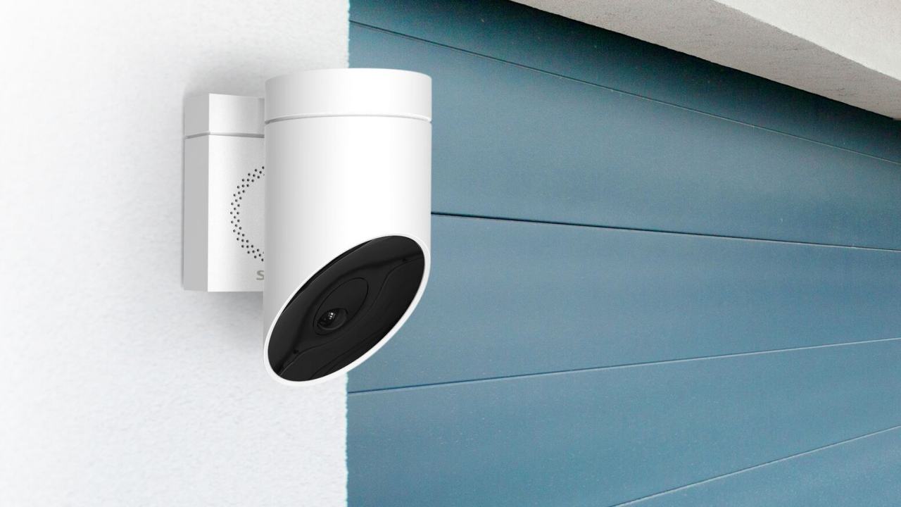 [CES 2018] Somfy Outdoor Camera, la telecamera di sorveglianza con IA thumbnail