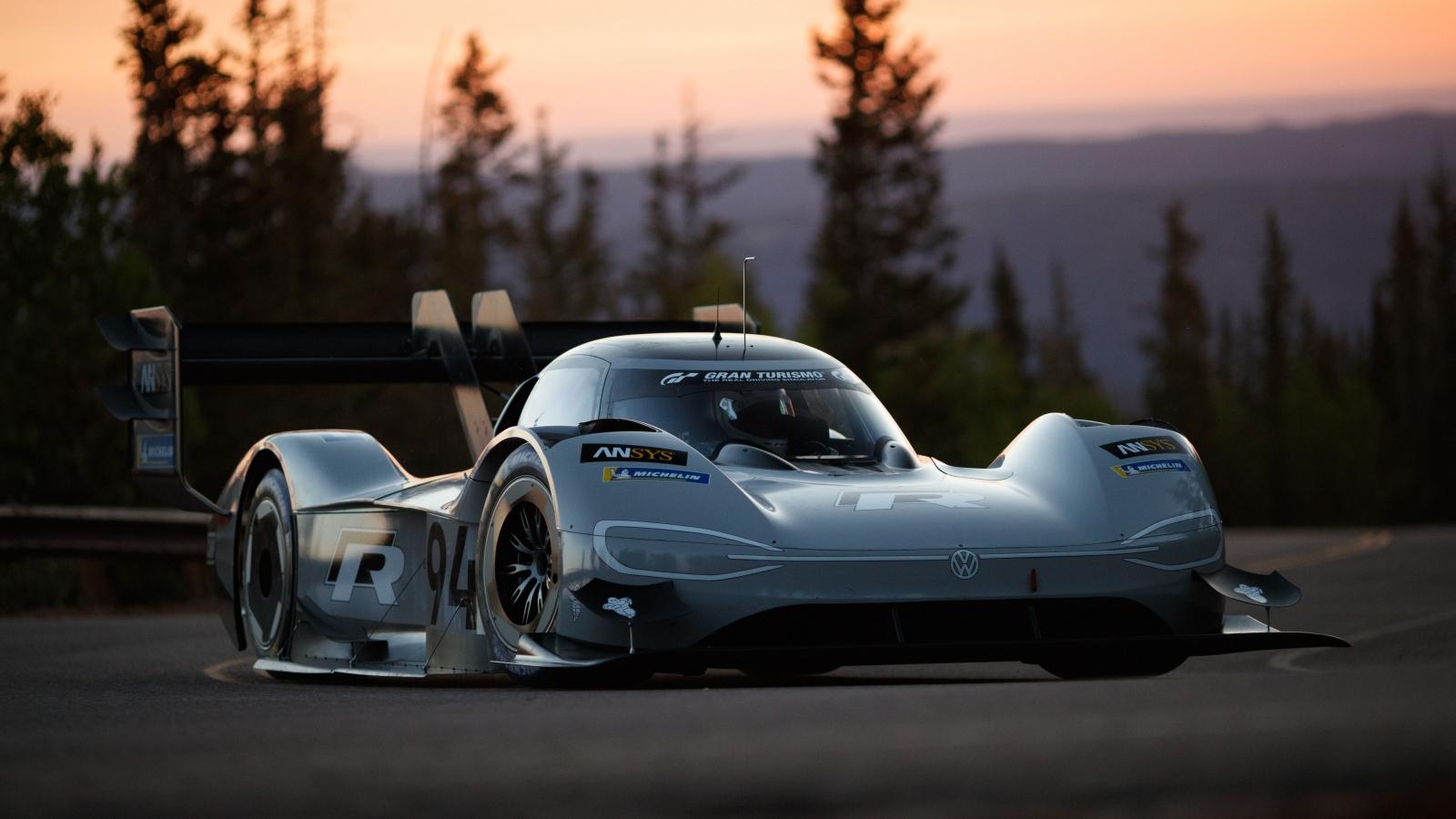 Volkswagen Pikes Peak, la supercar elettrica realizzata con ANSYS thumbnail