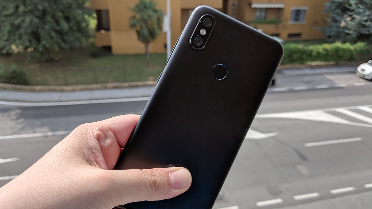 Recensione Xiaomi Mi A2, il best buy con Android One thumbnail