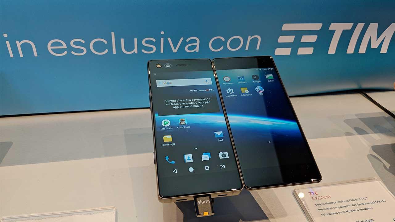 ZTE Axon M: caratteristiche, disponibilità e prezzo dello smartphone con doppio display thumbnail