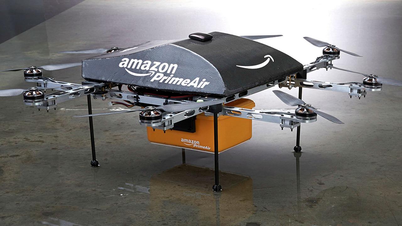 Amazon brevetta le consegne a domicilio con droni thumbnail