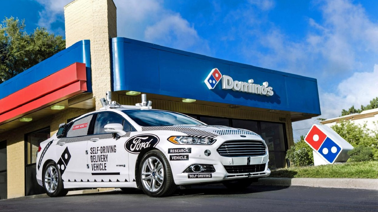 Domino's Pizza consegna a domicilio grazie alle auto a guida autonoma di Ford thumbnail