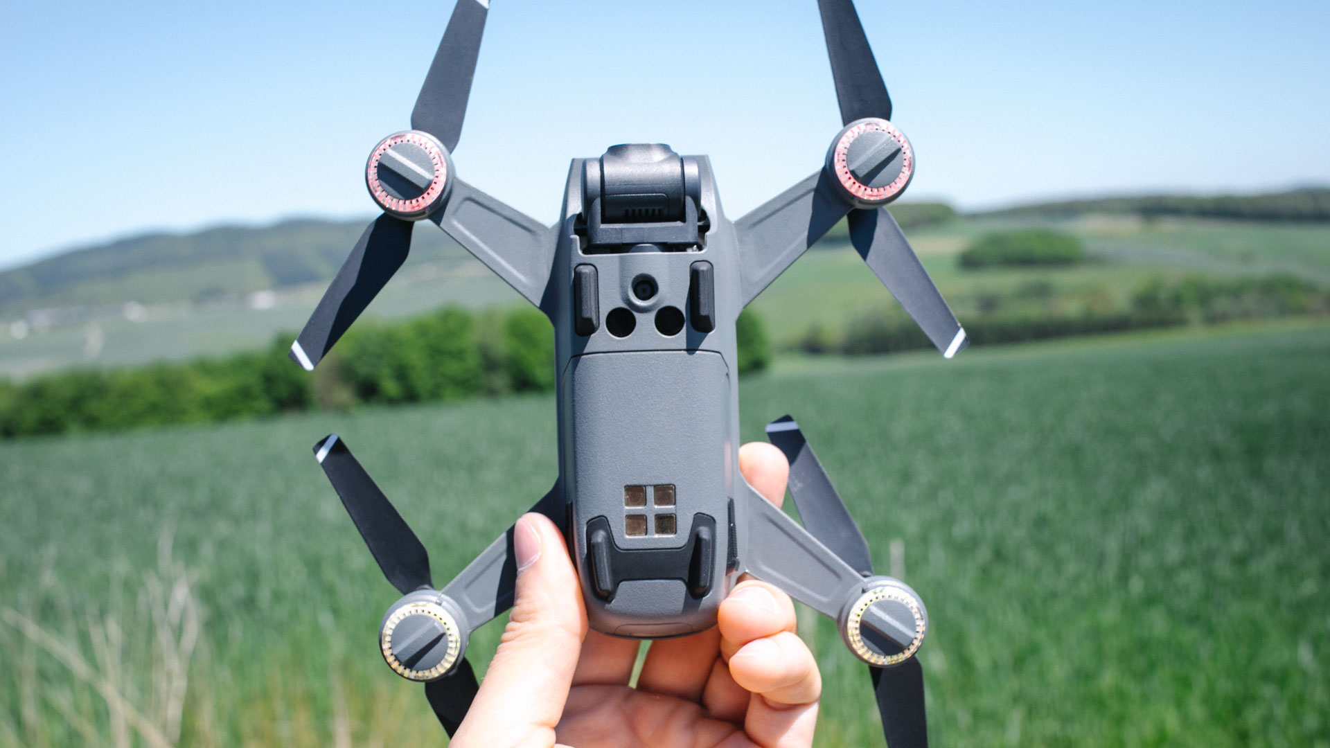 Droni: Ennova li sfrutta per la manutenzione delle reti di telecomunicazione thumbnail