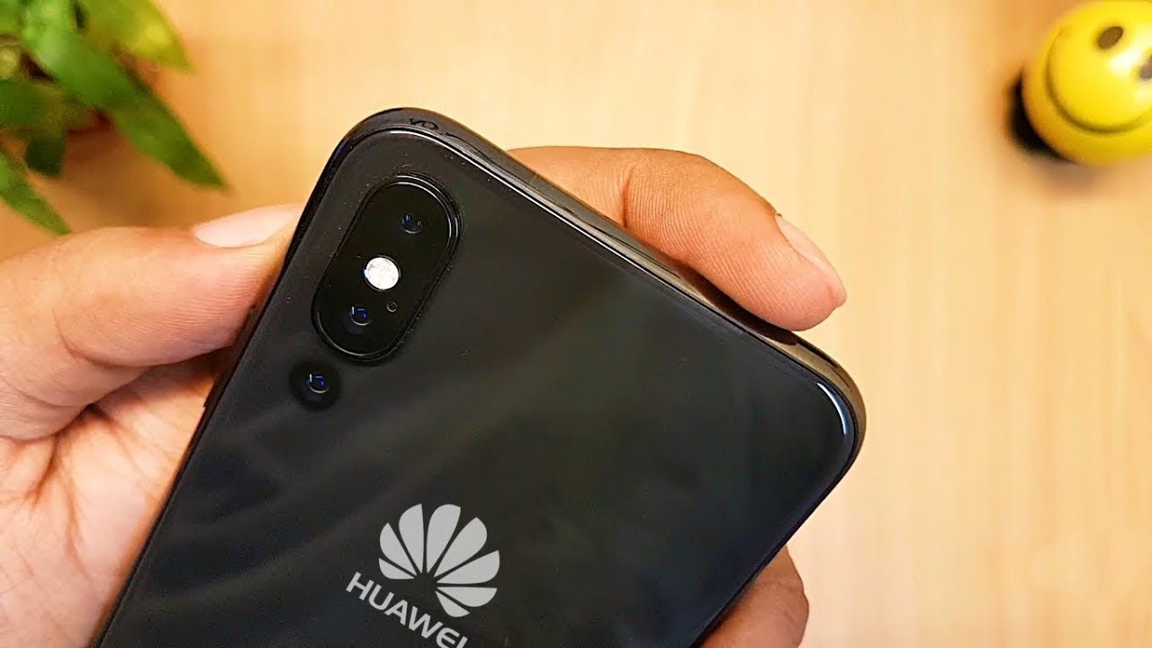 Huawei Mate 20, una serie di scatti mostrano il pannello frontale con notch thumbnail