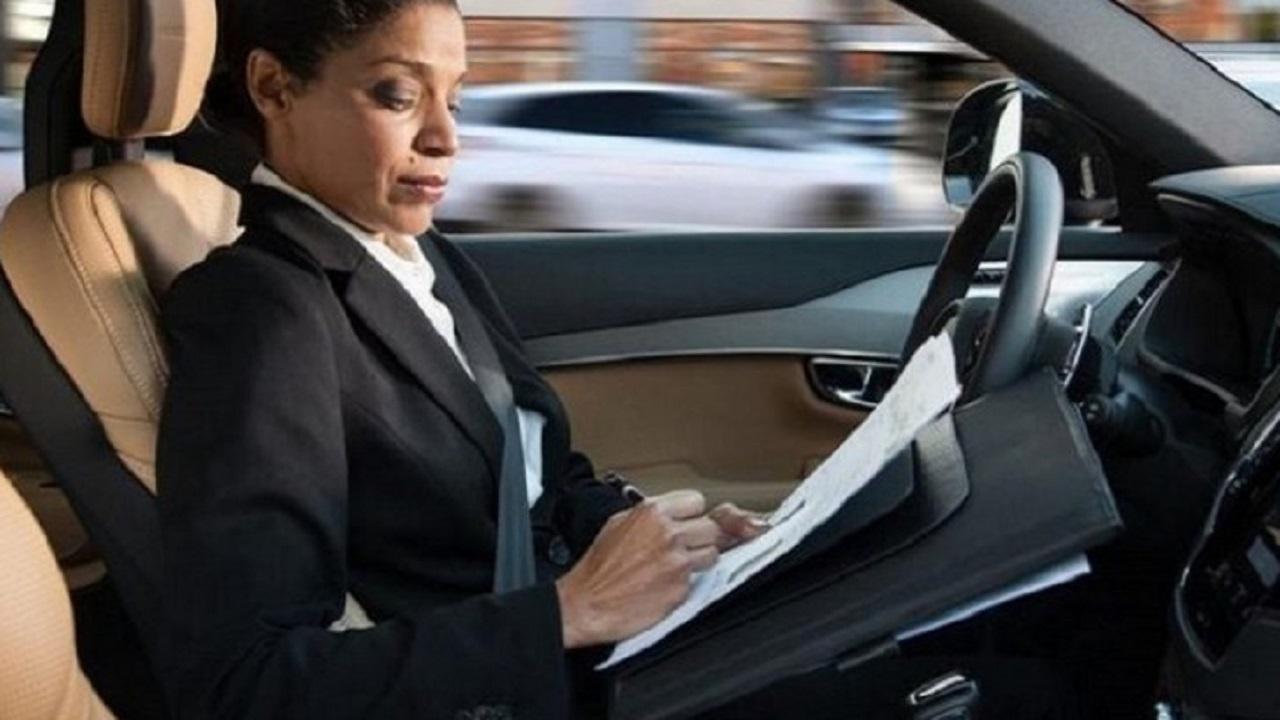 Intel analizza le reazioni a bordo di un'auto a guida autonoma in una ricerca thumbnail