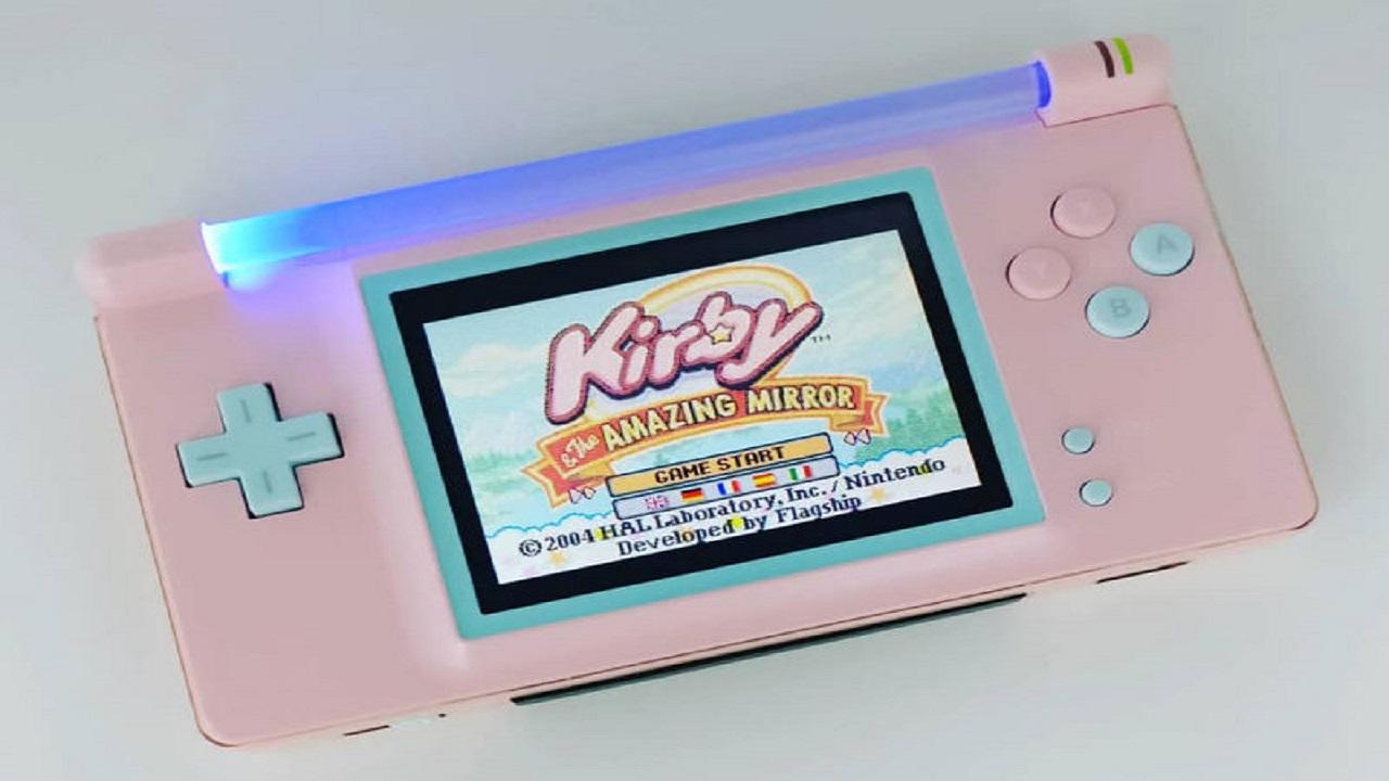 Nintendo DS trasformato in Neon Advance thumbnail