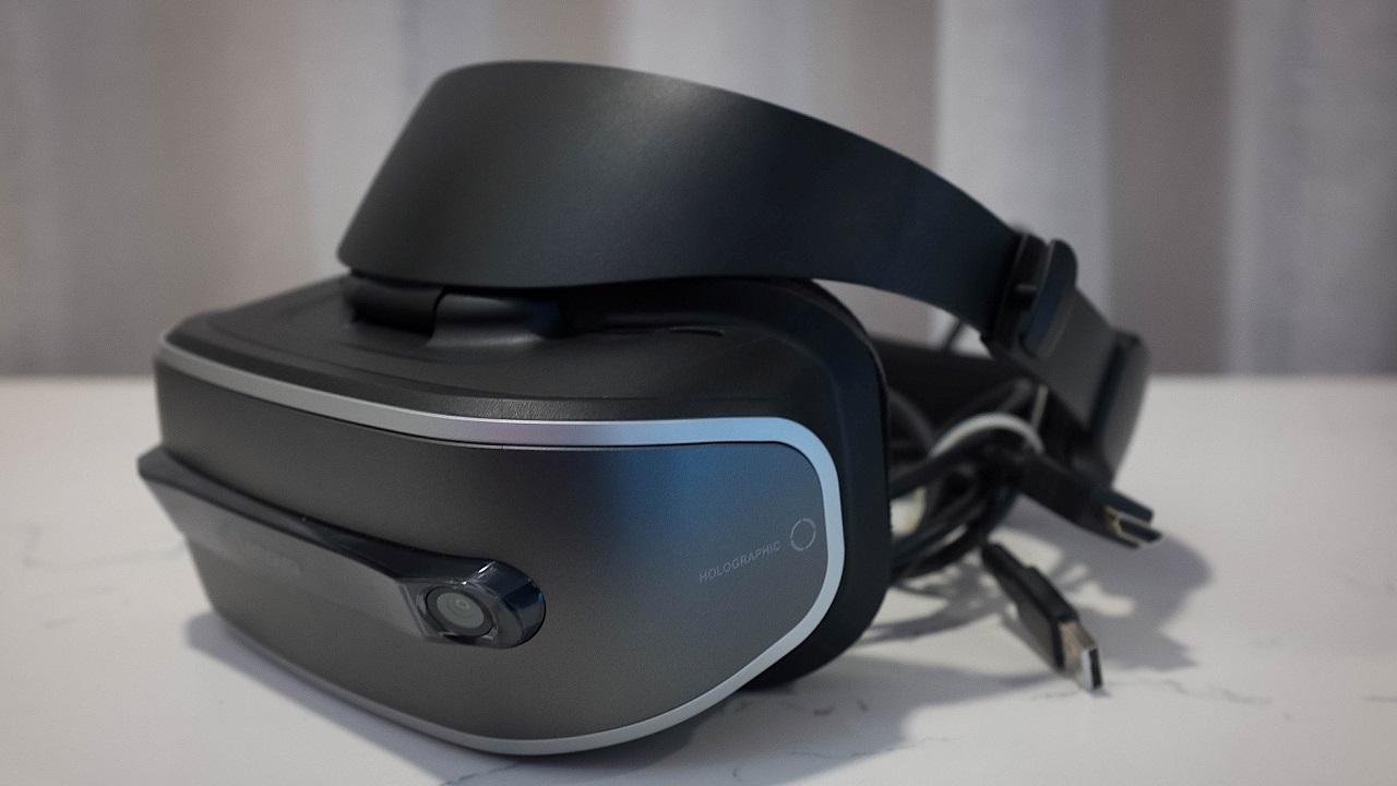 [CES 2017] Lenovo presenta il suo primo headset per la realtà virtuale thumbnail