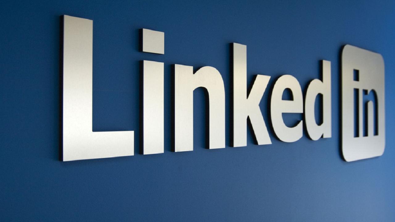"""LinkedIn: con """"See Translation"""" qualsiasi post sarà nella propria lingua thumbnail"""