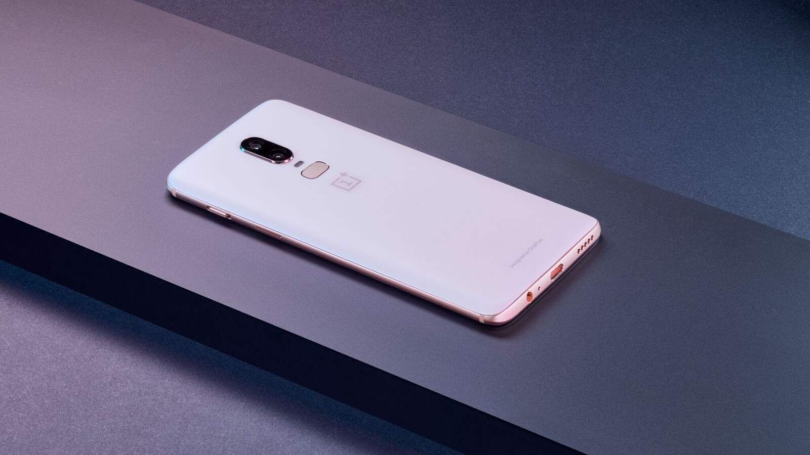 OnePlus 6, sold out in meno di 24 ore per l'edizione Silk White thumbnail