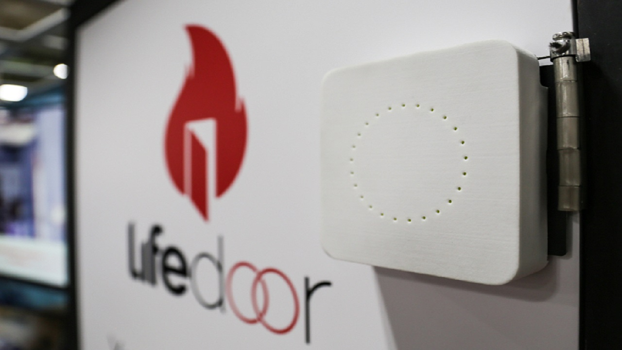 [CES 2018]: LifeDoor salva la vostra casa dagli incendi thumbnail