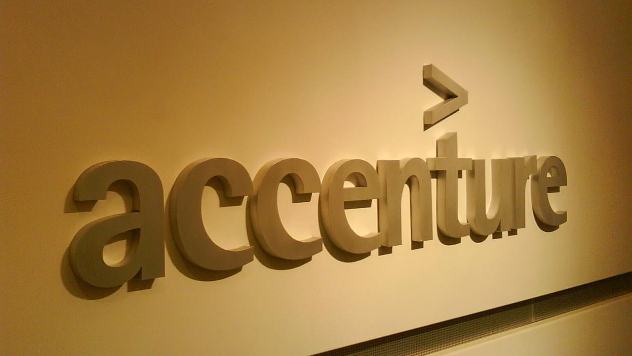Accenture: tra gli italiani si diffonde l'uso degli assistenti vocali thumbnail