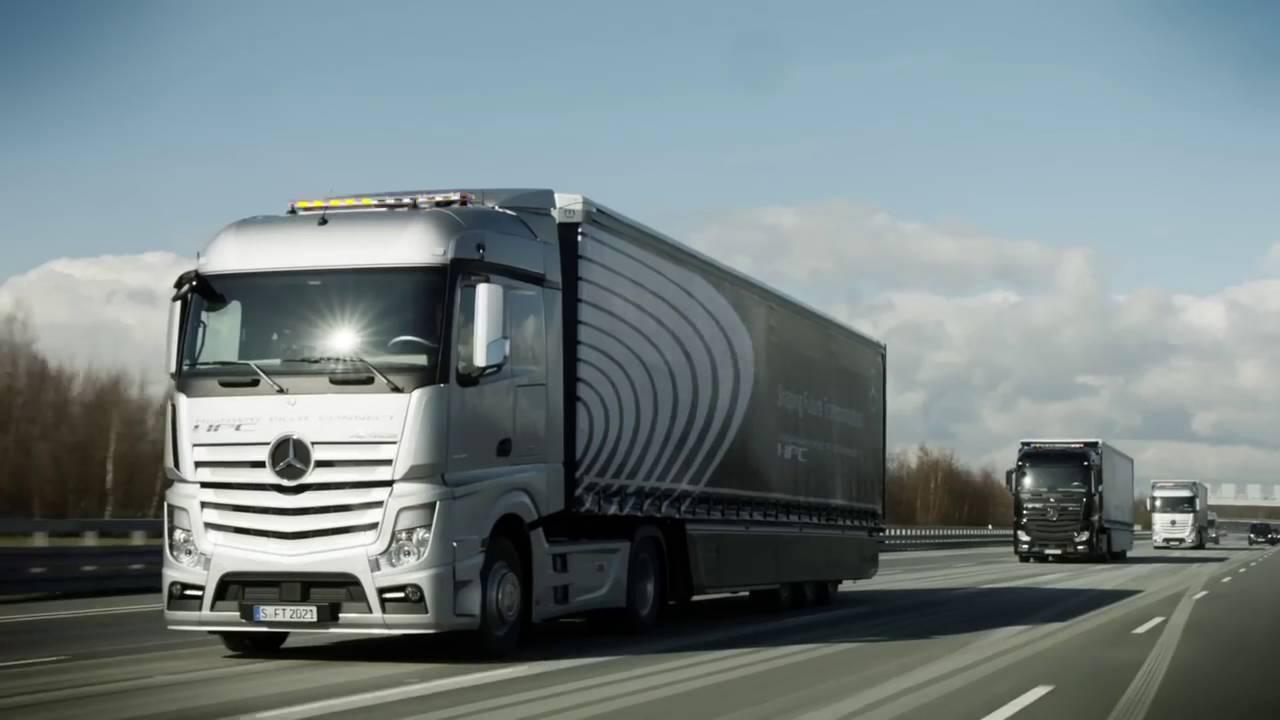 Daimler Trucks: truck connessi digitalmente in autostrada thumbnail