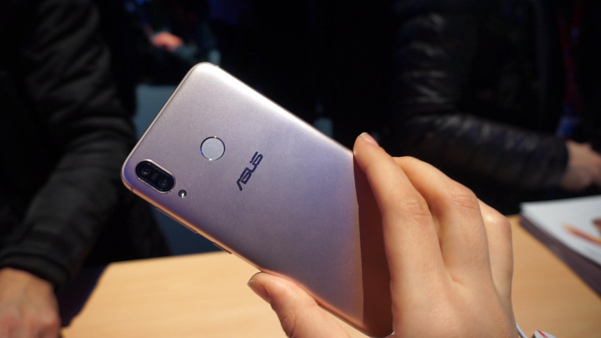 Asus Zenfone Max Plus M1 è ufficiale: specifiche, disponibilità e prezzi del battery phone thumbnail