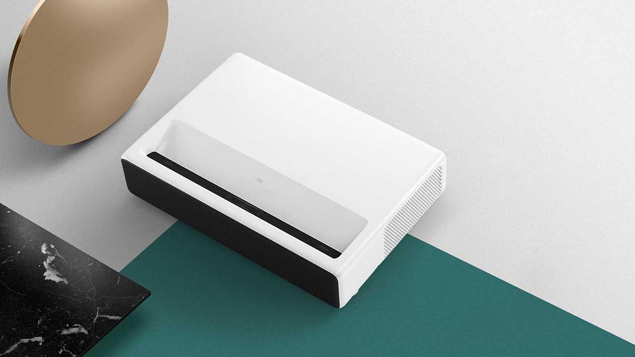 """Xiaomi Mi Laser Projector 150"""" e Mi Band 3 arrivano in Italia: caratteristiche e prezzi thumbnail"""