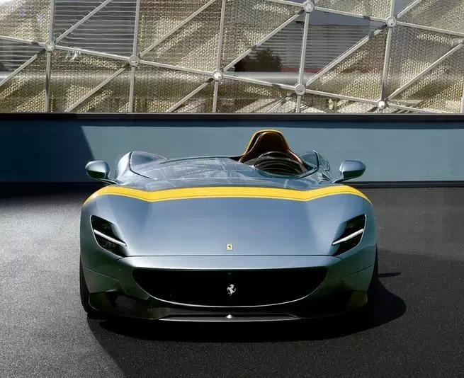 Ferrari Monza, ecco la nuova serie limitata in stile retrò thumbnail