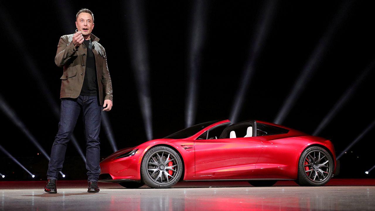 """Tesla: Elon Musk twitta sul possibile arrivo di una """"Modalità Cane"""" thumbnail"""