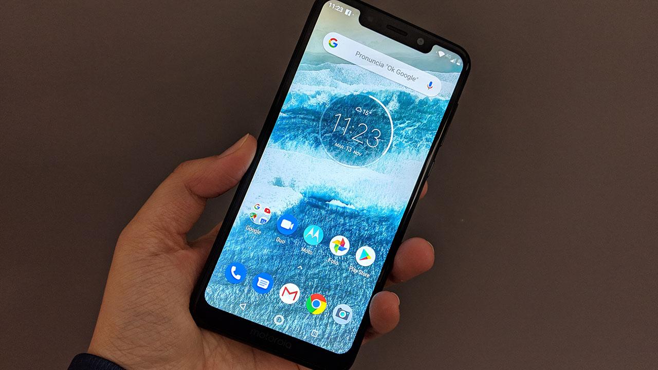 Recensione Motorola One: il primo smartphone Android One di Motorola thumbnail