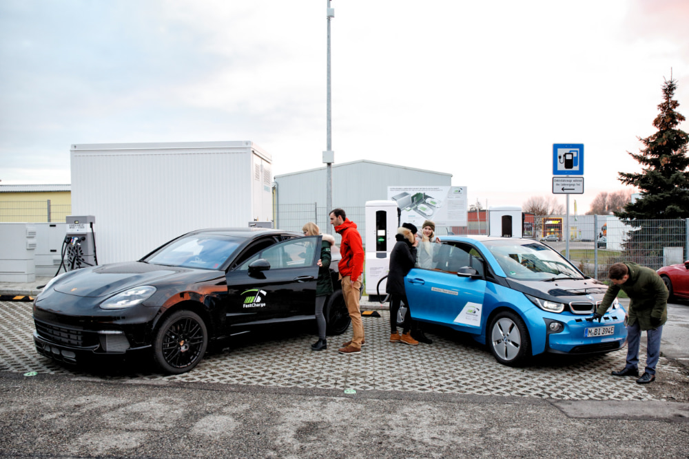 FastCharge: ricaricare l'auto elettrica in pochi minuti thumbnail