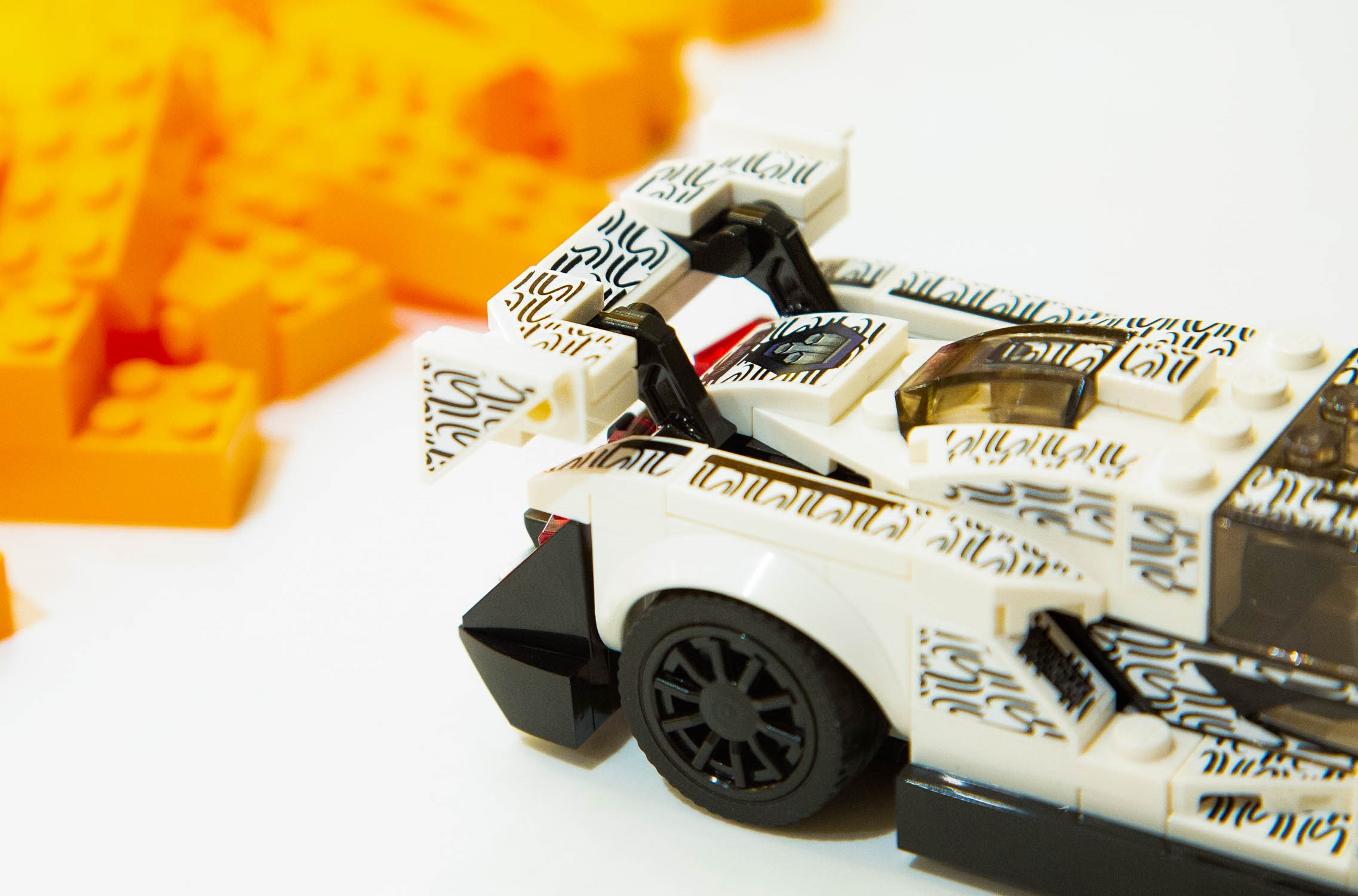 McLaren e Lego: il misterioso prototipo di mattoncini avvistato a Londra thumbnail