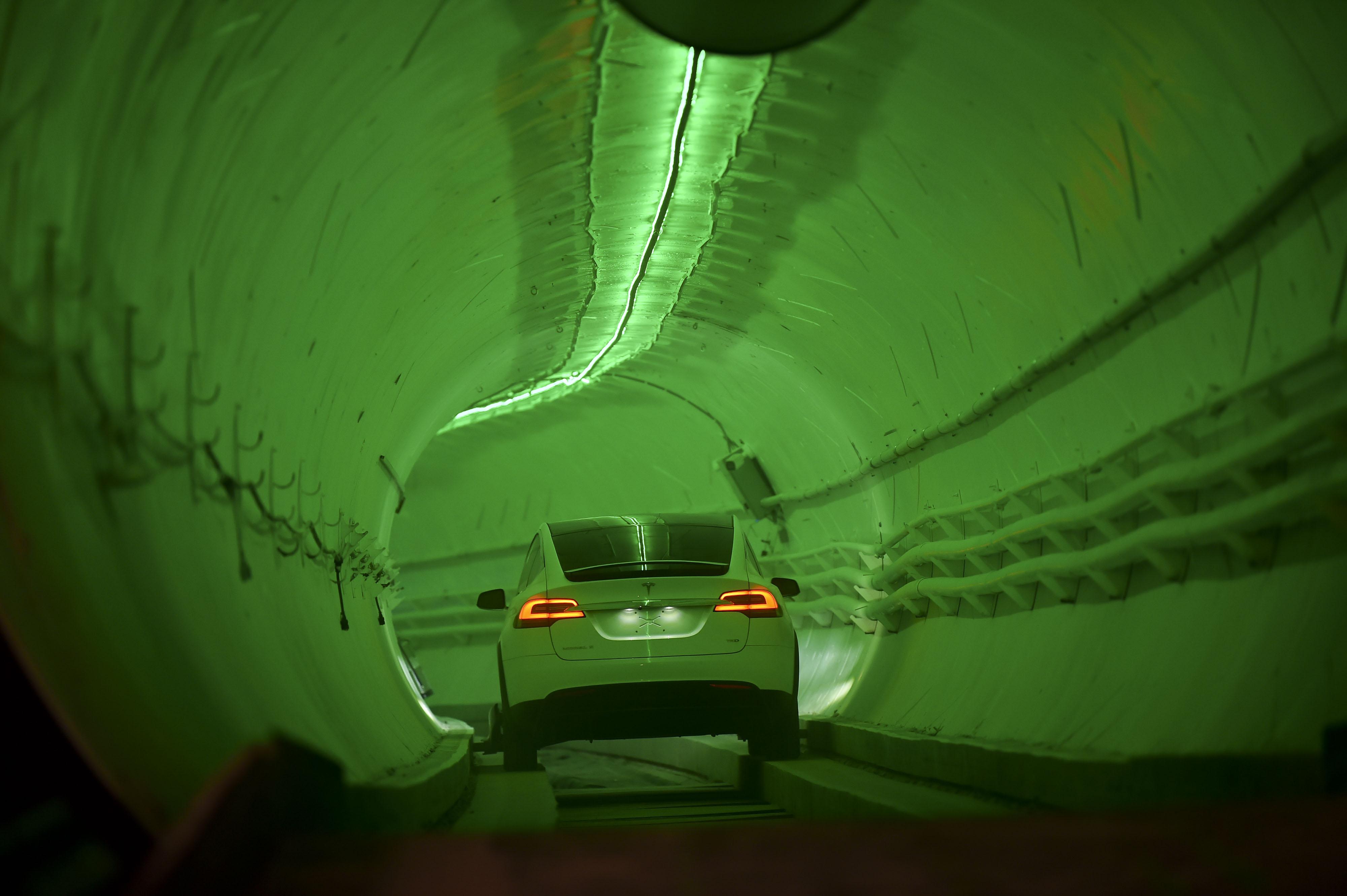 Elon Musk: ecco il primo pezzo di tunnel sotterraneo di Los Angeles thumbnail