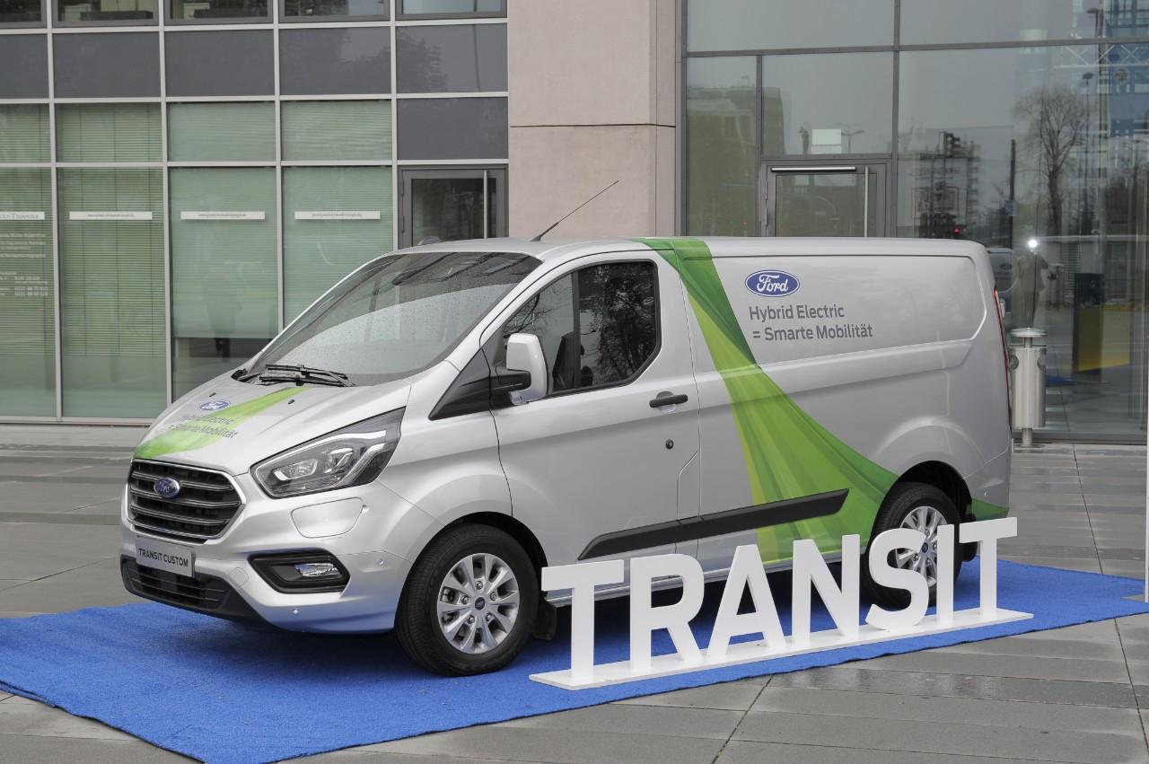 Ford sperimenta i Transit Hybrid anche a Colonia thumbnail