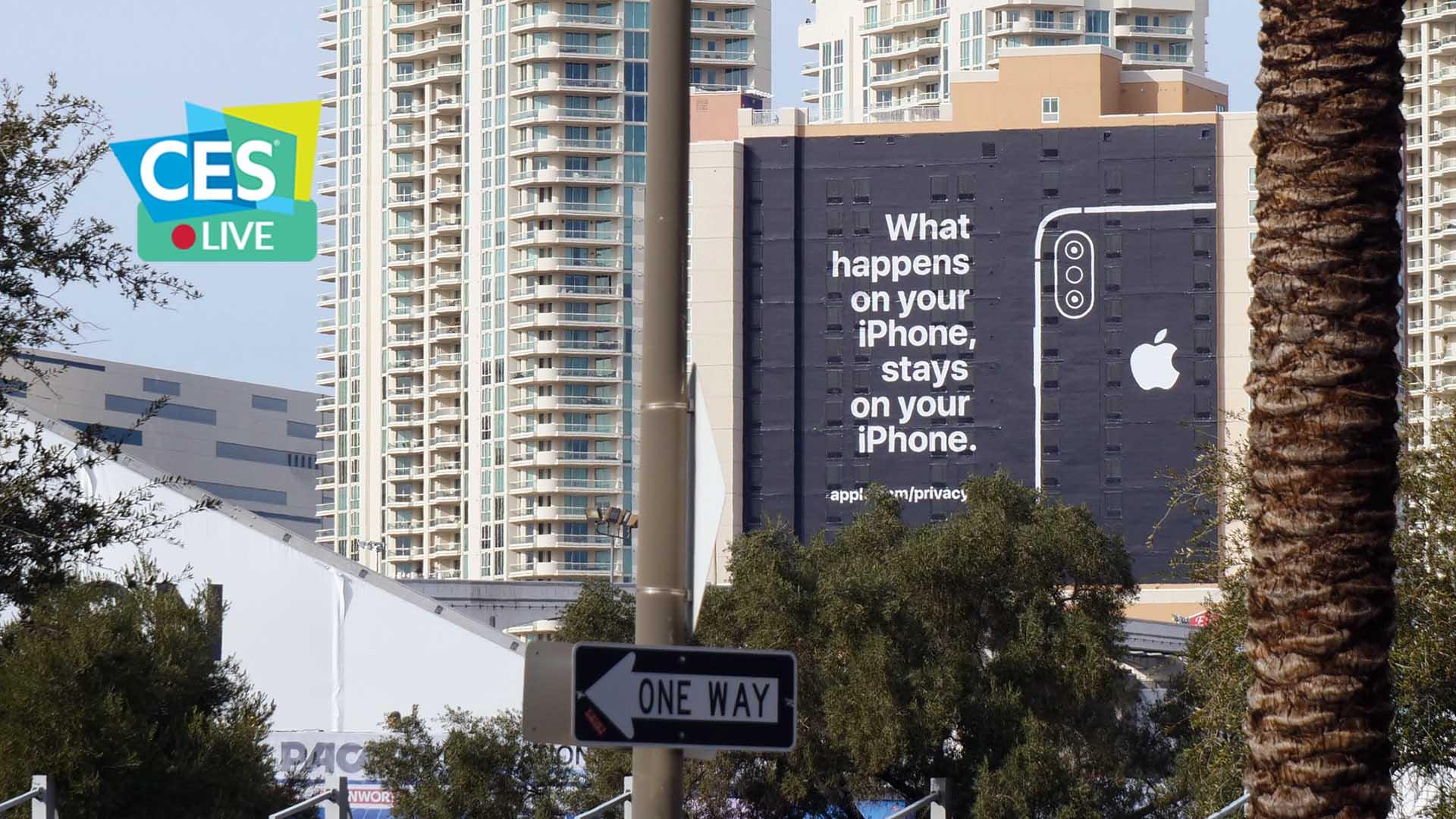 Apple trolla Google con una pubblicità al CES di Las Vegas thumbnail