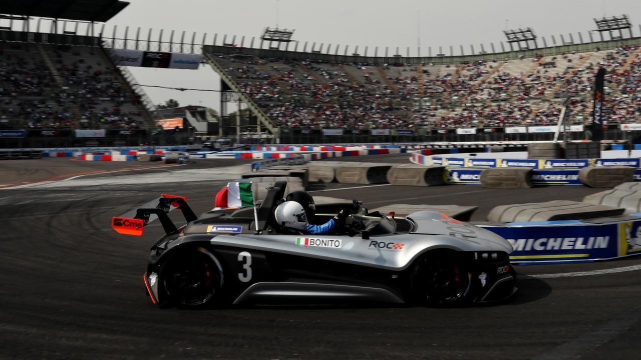 Formula 1: il videogiocatore Enzo Bonito batte un pilota su pista reale thumbnail