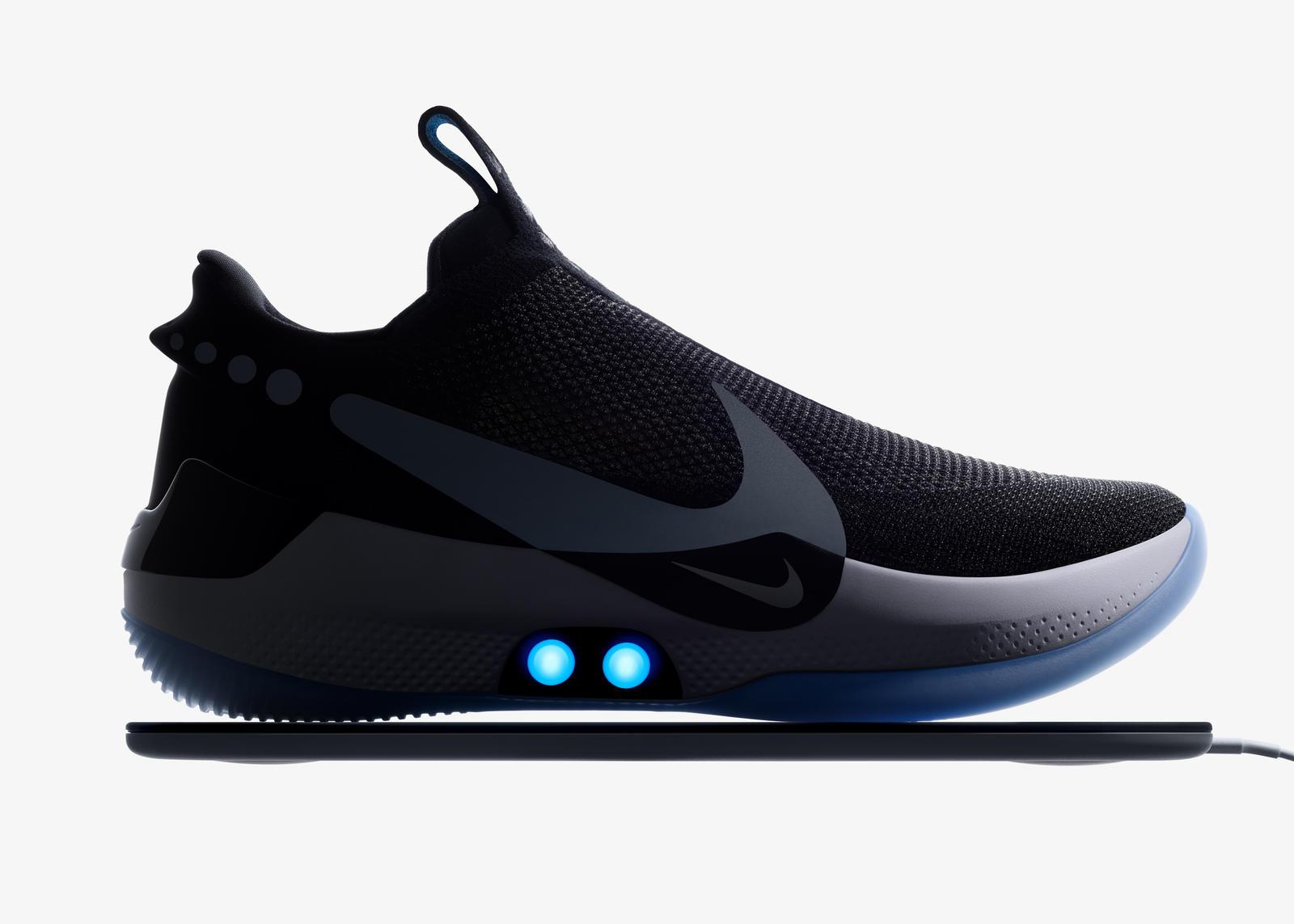 Nike Adapt BB si allacciano da sole e costano 350 dollari thumbnail