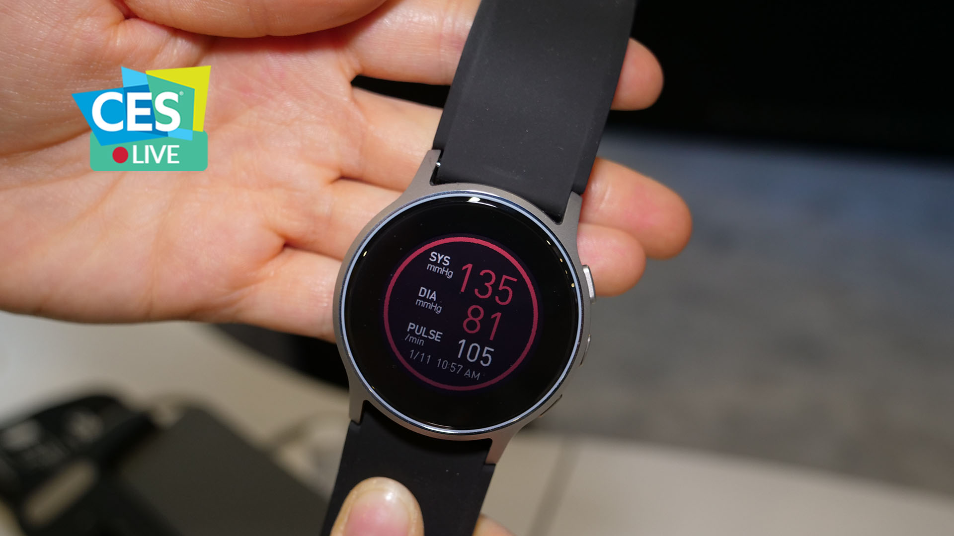 Omron HeartGuide: lo smartwatch che misura la pressione sanguigna | CES 2019 thumbnail
