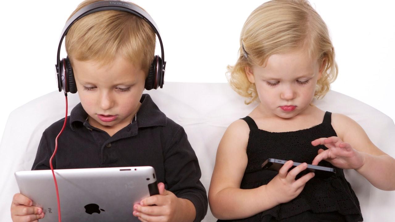Generazione Alpha: meno giocattoli e più gadget tecnologici thumbnail