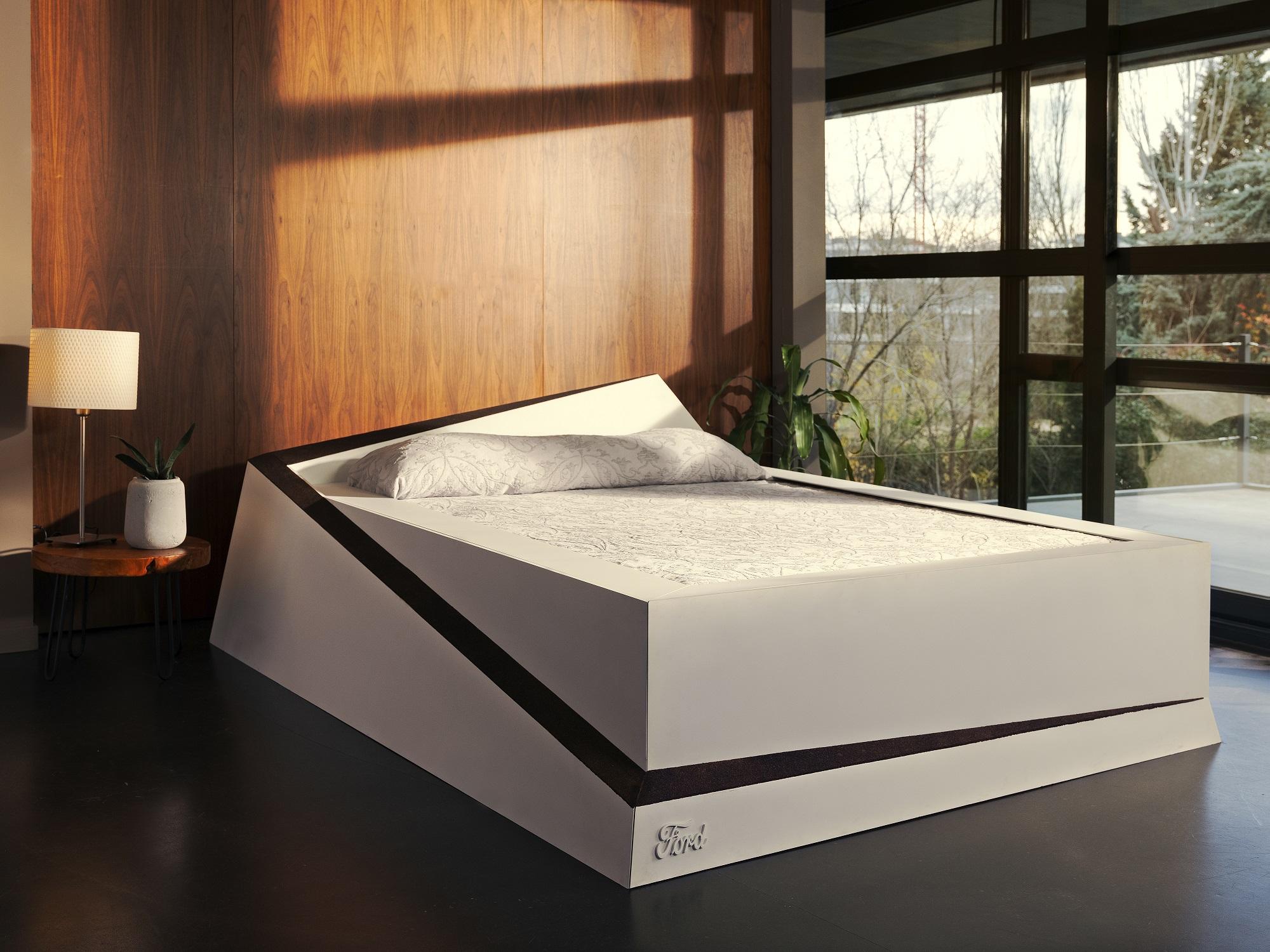 Ford: ecco Lane-keeping bed, la soluzione per dormire insieme senza invasioni thumbnail