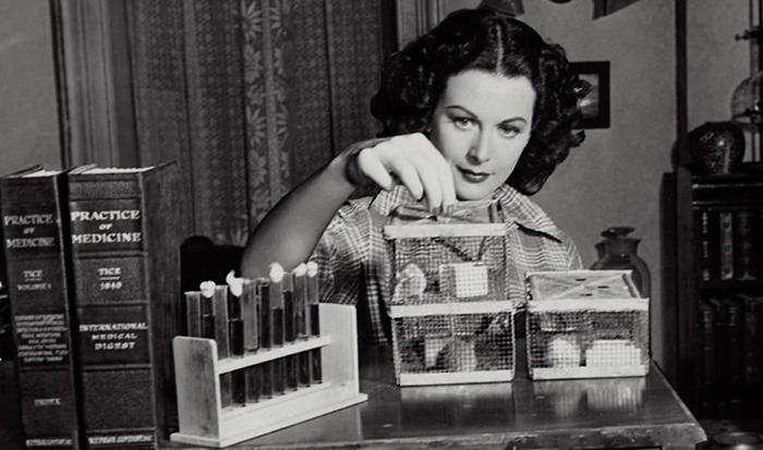 Hedy Lamarr, la diva di Hollywood che ha inventato il WI-FI thumbnail
