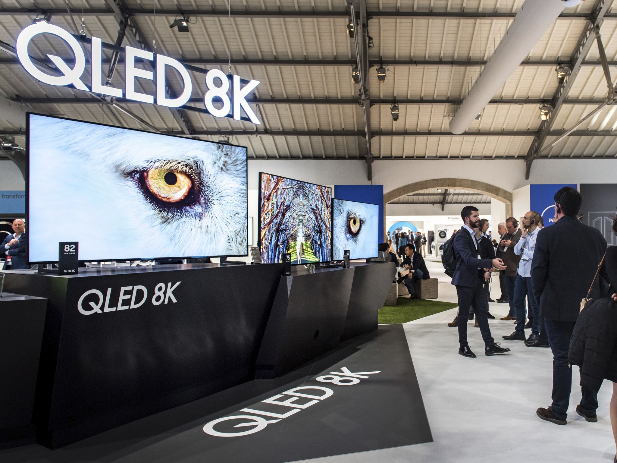 Samsung QLED TV 2019: l'intera gamma presentata all'European Forum thumbnail
